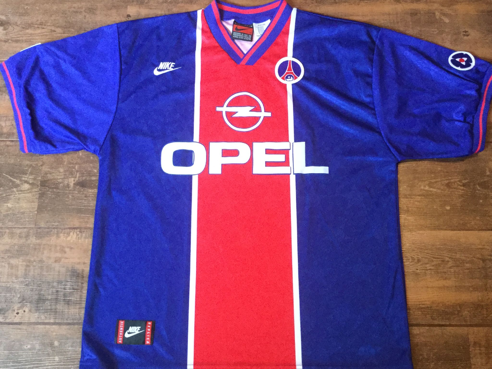 watch cf910 01508 Global Classic Football Shirts | 1995 PSG Old Vintage Soccer ...