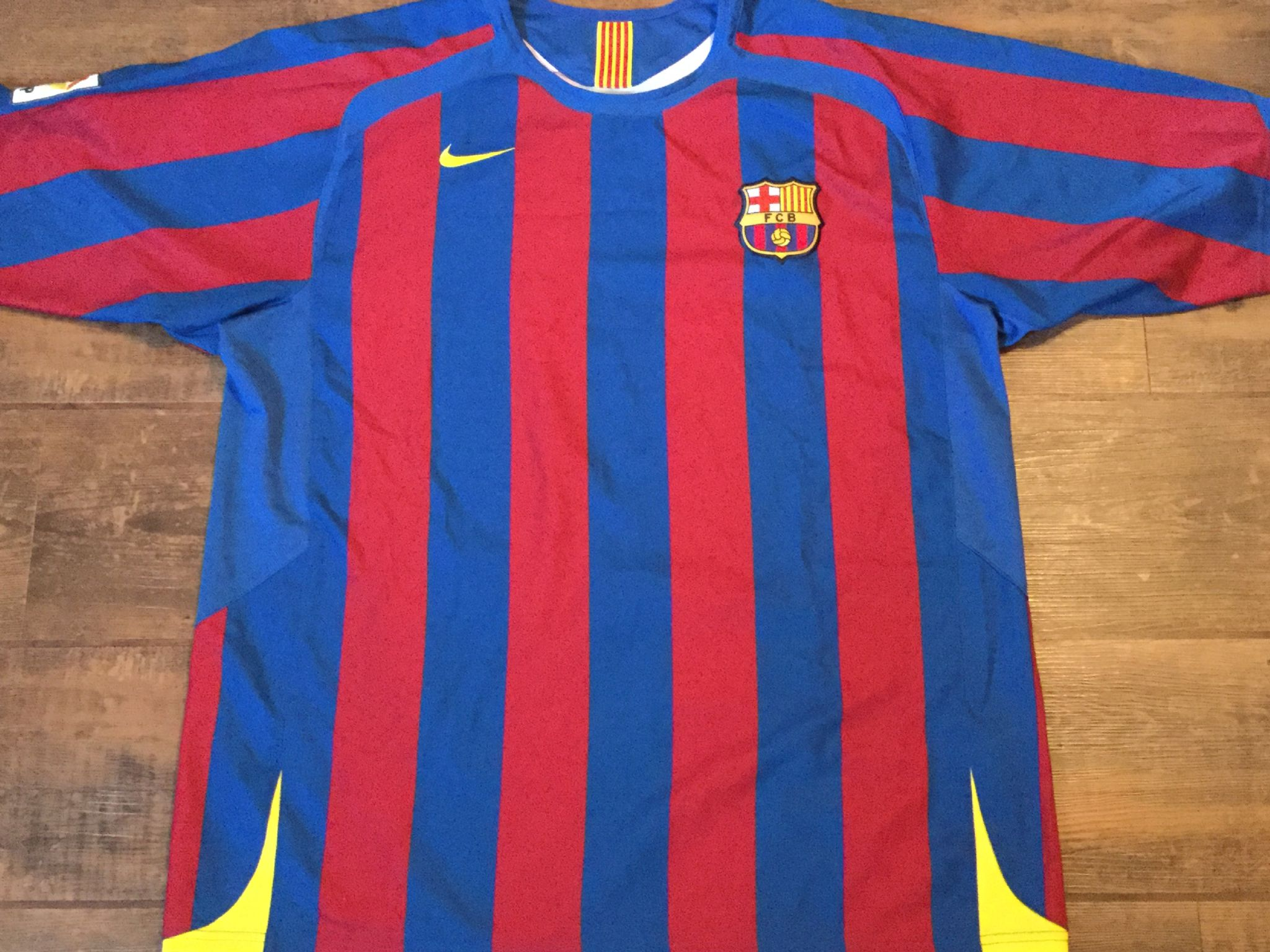 ec1d557ca2d Global Classic Football Shirts   Vintage Old Soccer Jerseys   2005 Barcelona