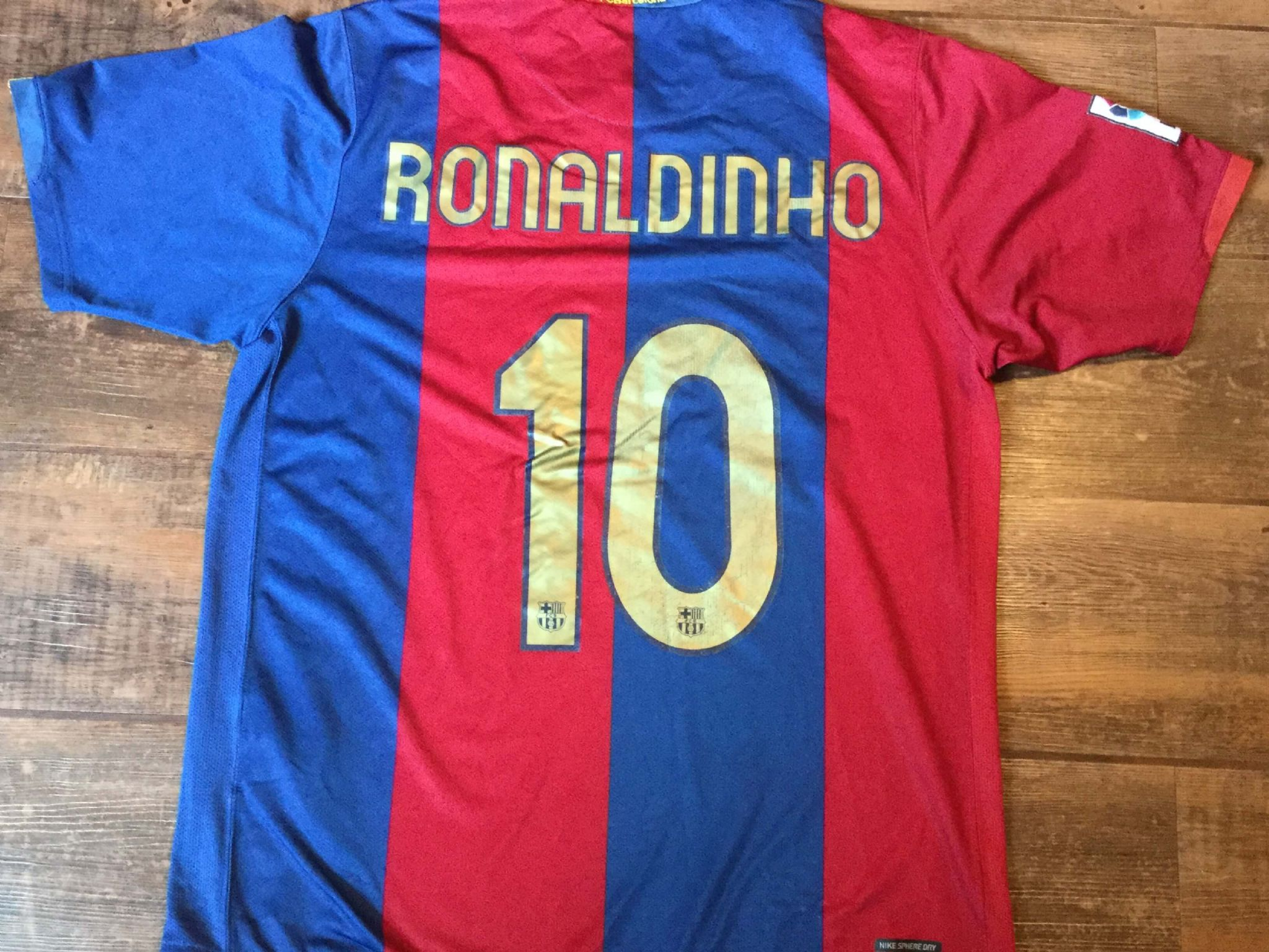 cd6f2392f 2006 2007 Barcelona Ronaldinho Home Football Shirt Adults Large