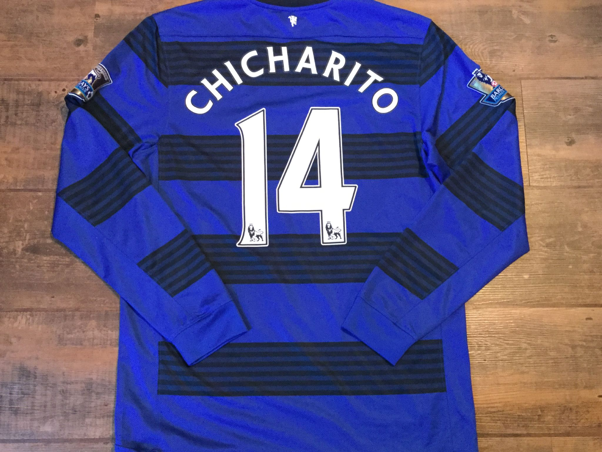 873f3a374c2 2011 2012 Manchester United L s Chicharito Away Football Shirt Adults Medium